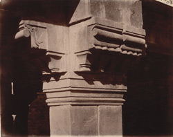 Close view of capital of column on the verandah of Miriam's House, Fatehpur Sikri 1003608